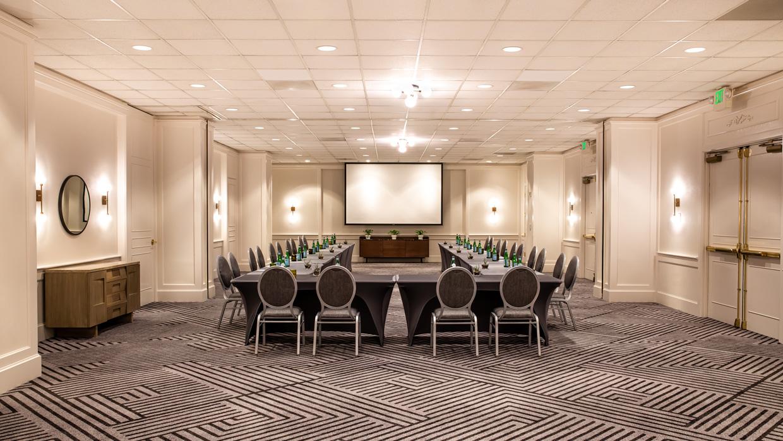 Alder Creek meeting room with a U-shaped setup.