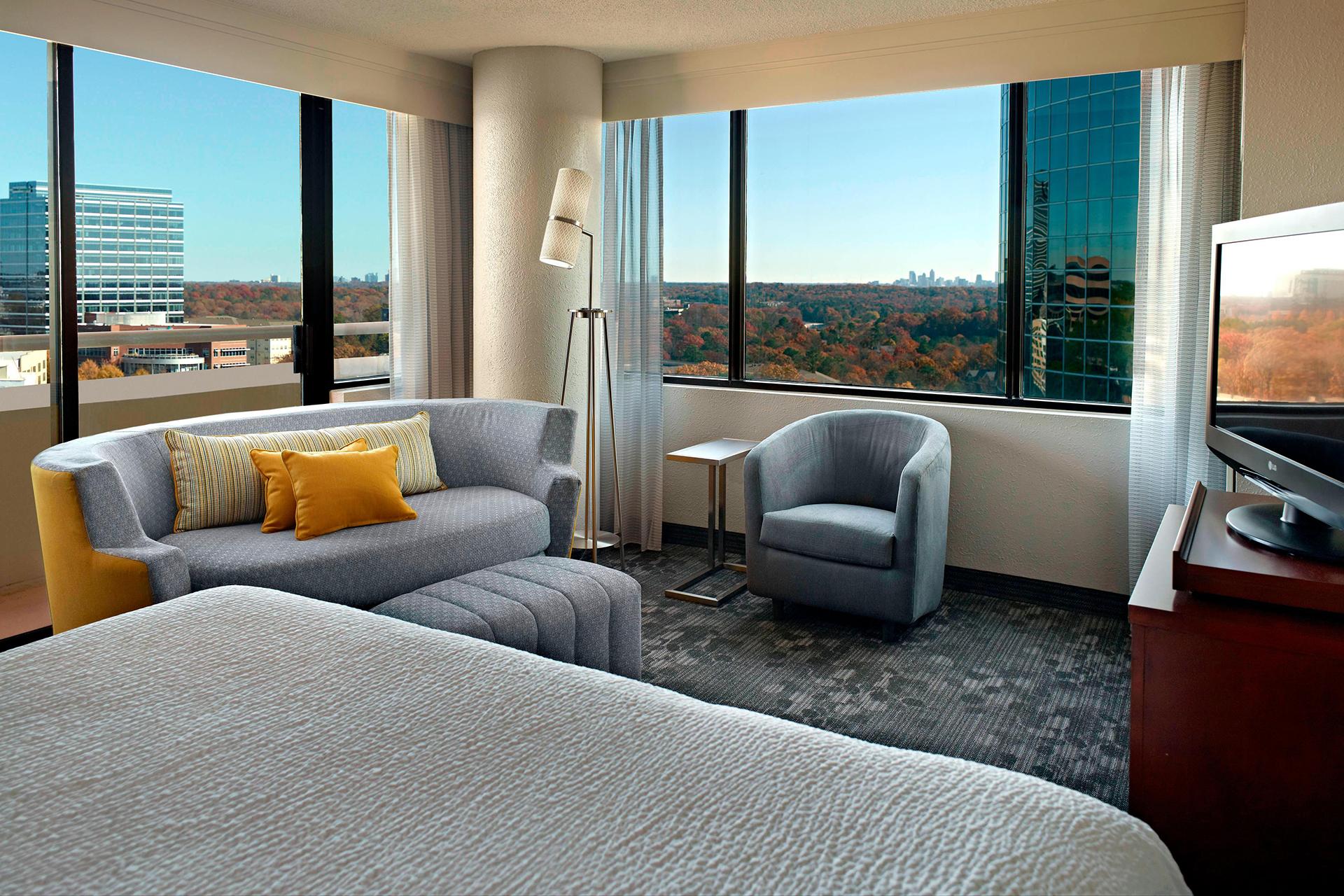 Sonesta Select Atlanta Cumberland Living Area in Guest Room