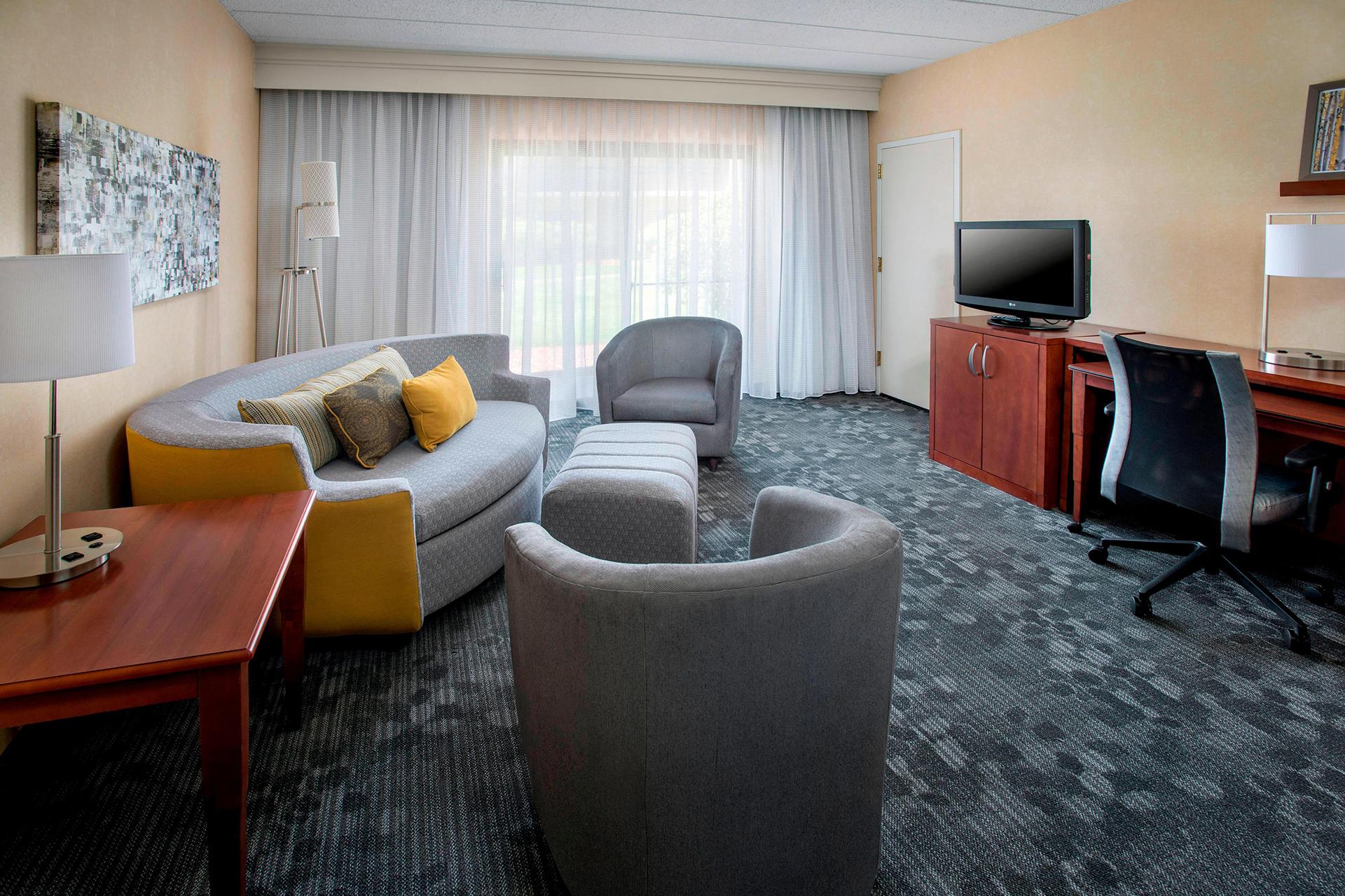 Sonesta Select Boston Forborough Living Area