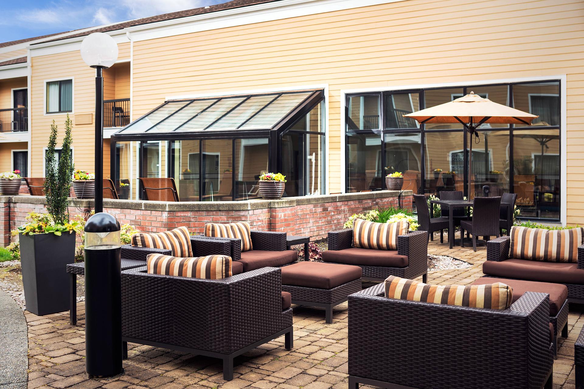 Sonesta Select Seattle Bellevue Outdoor Patio