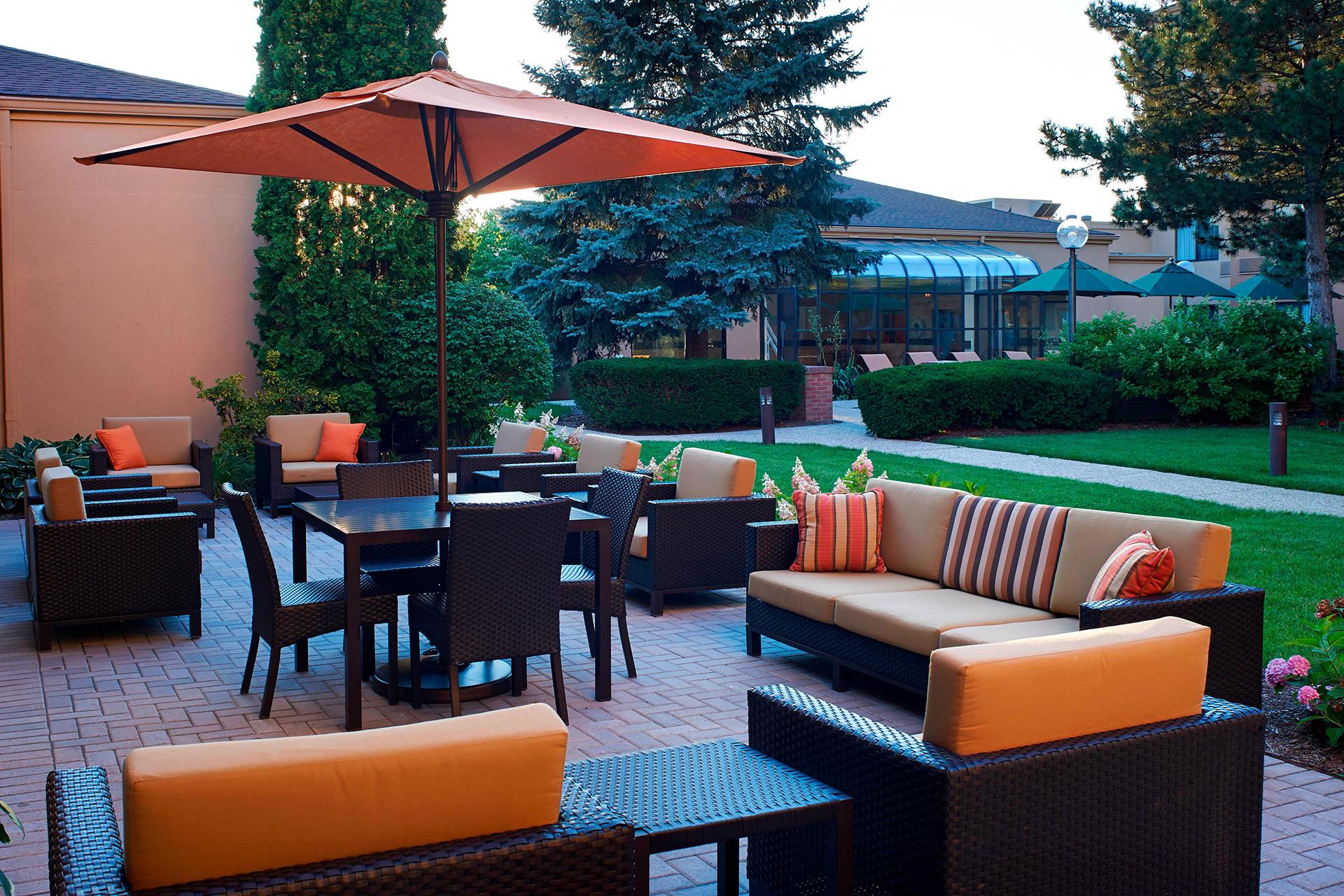 Sonesta Select Arlington Heights Outdoor Patio