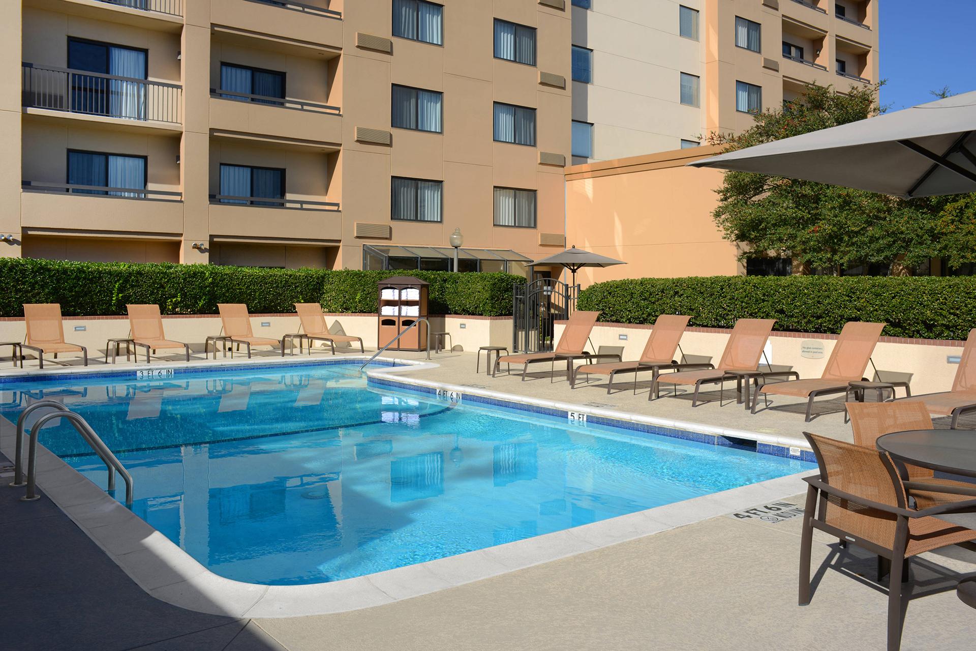 Sonesta Select Dallas Central Expressway Outdoor Pool
