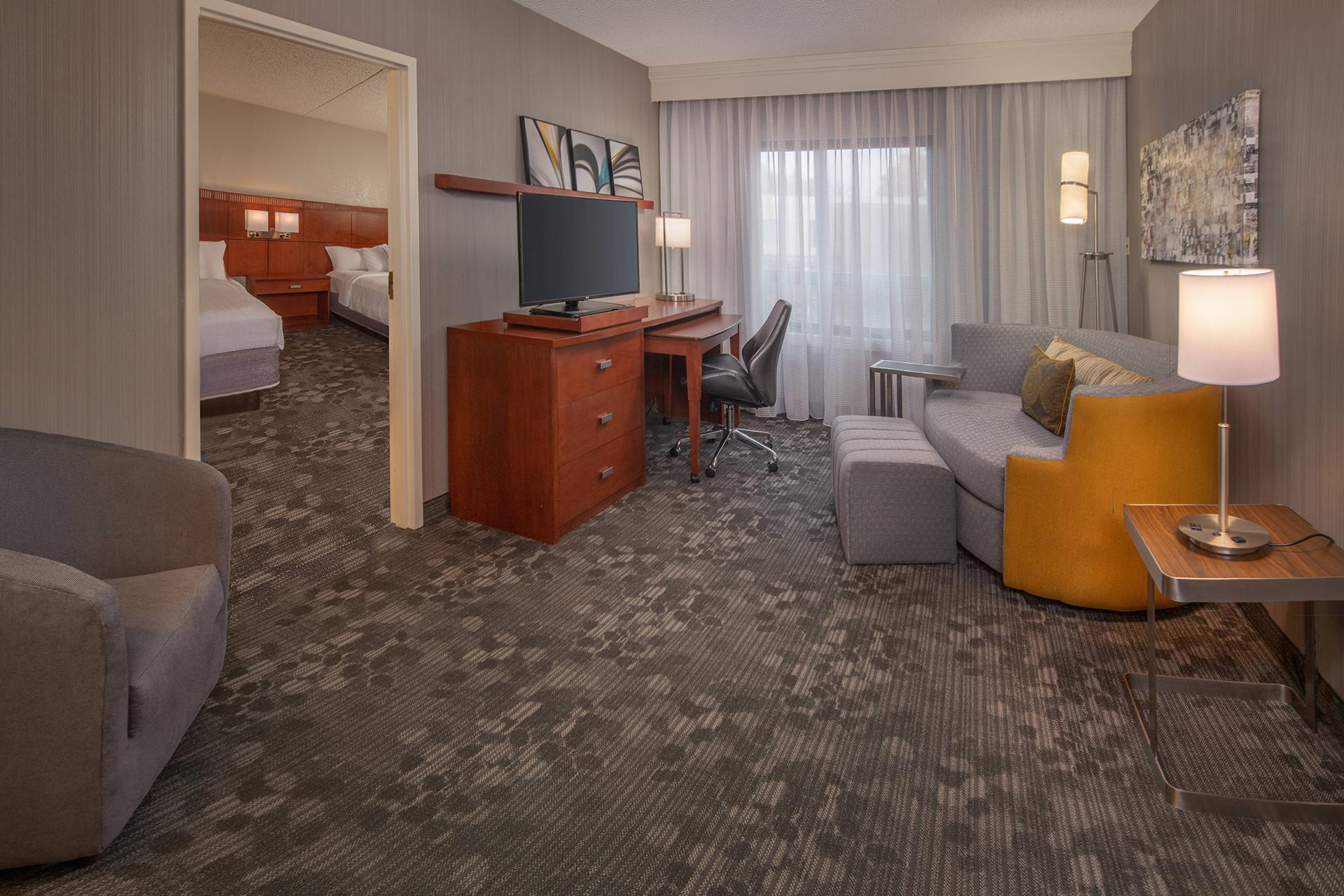 Sonesta Select Newark Suite Guest Room