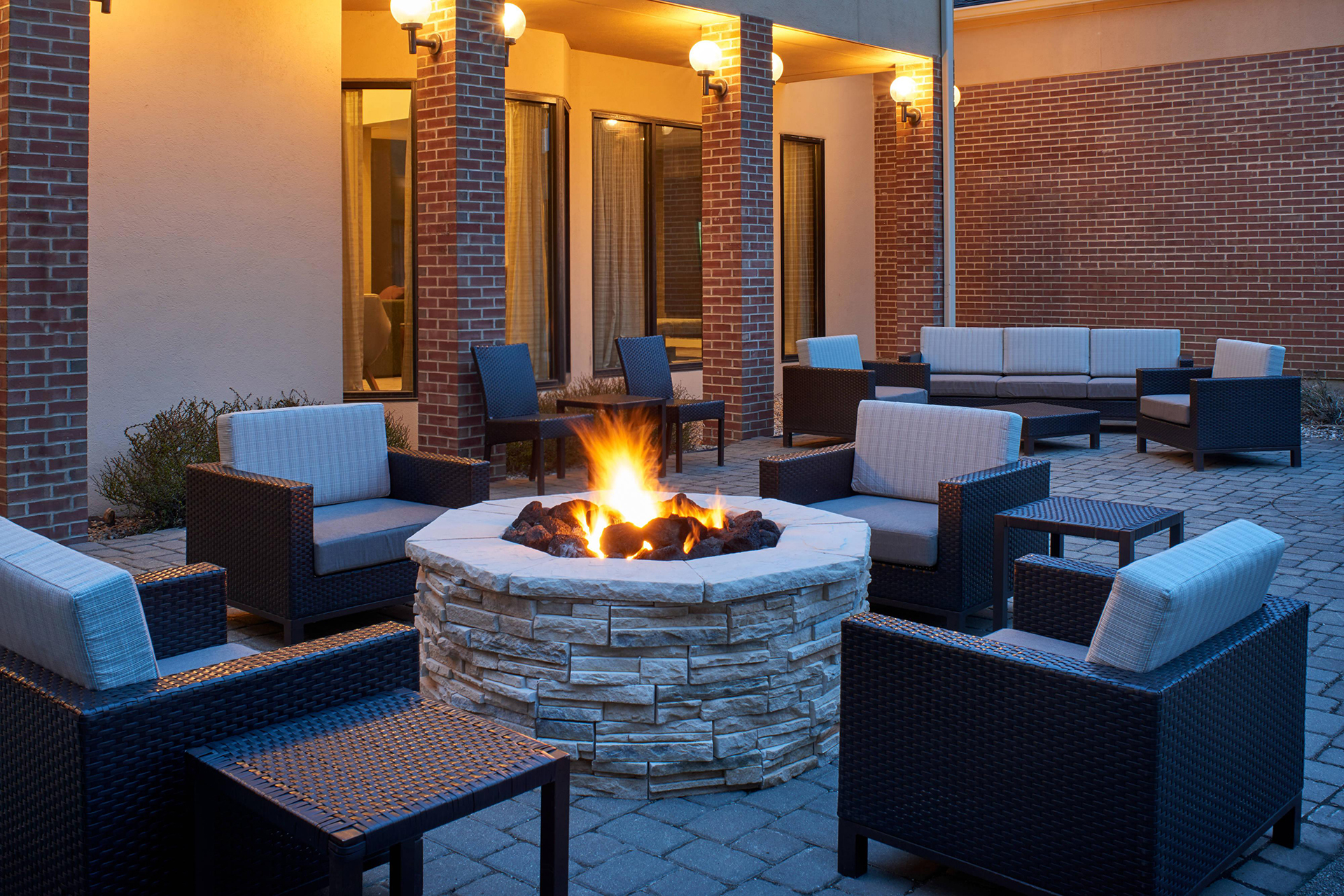 Sonesta Select Indianapolis Outdoor Firepit