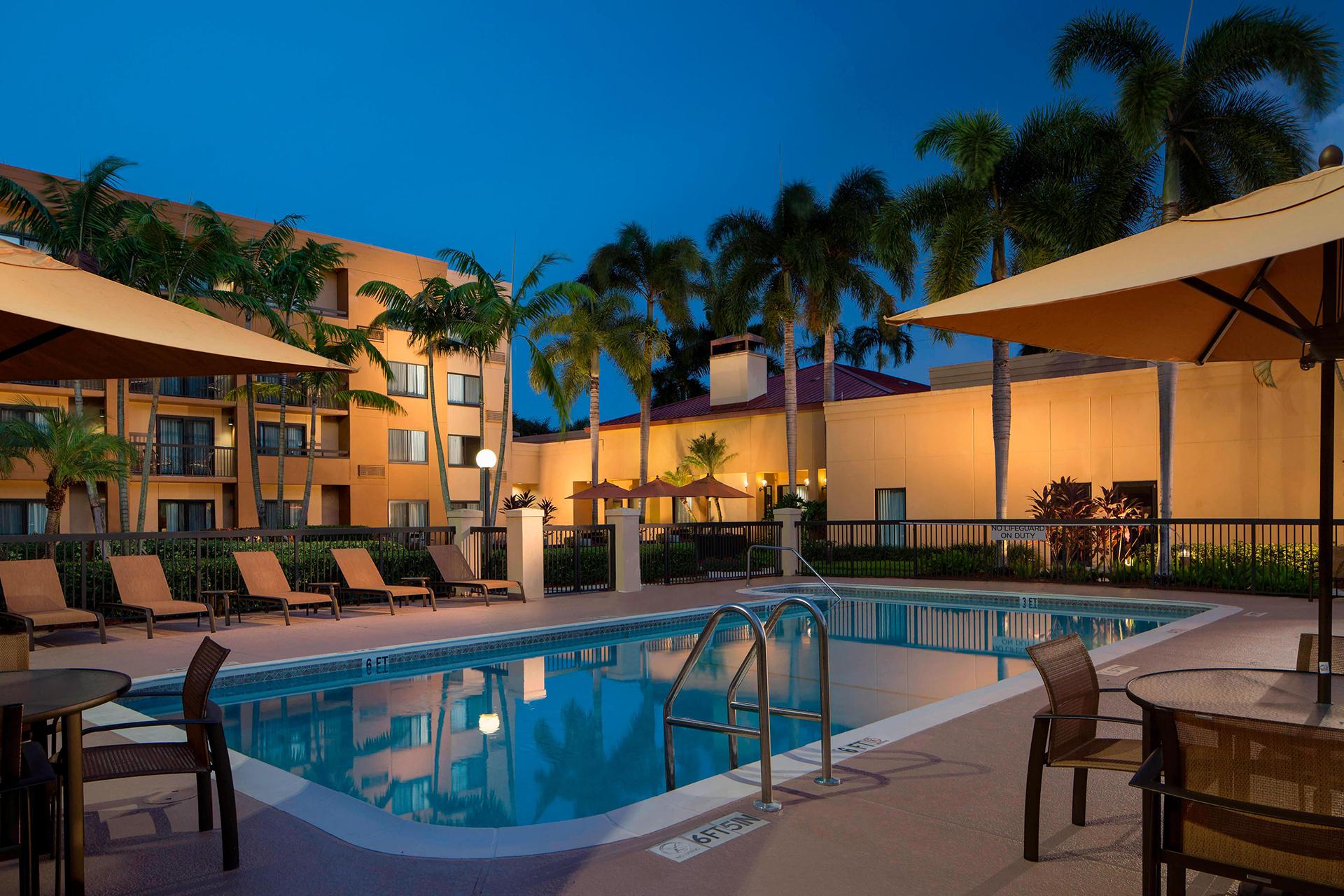 Sonesta Select Outdoor Pool
