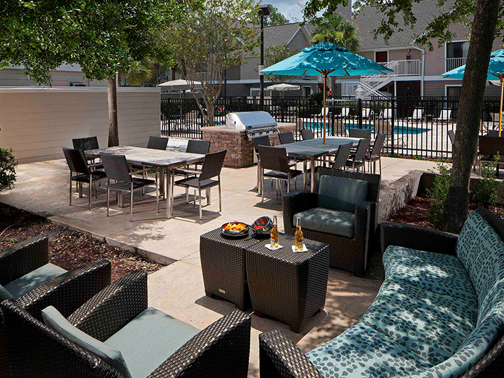 Outdoor terrace and grill.