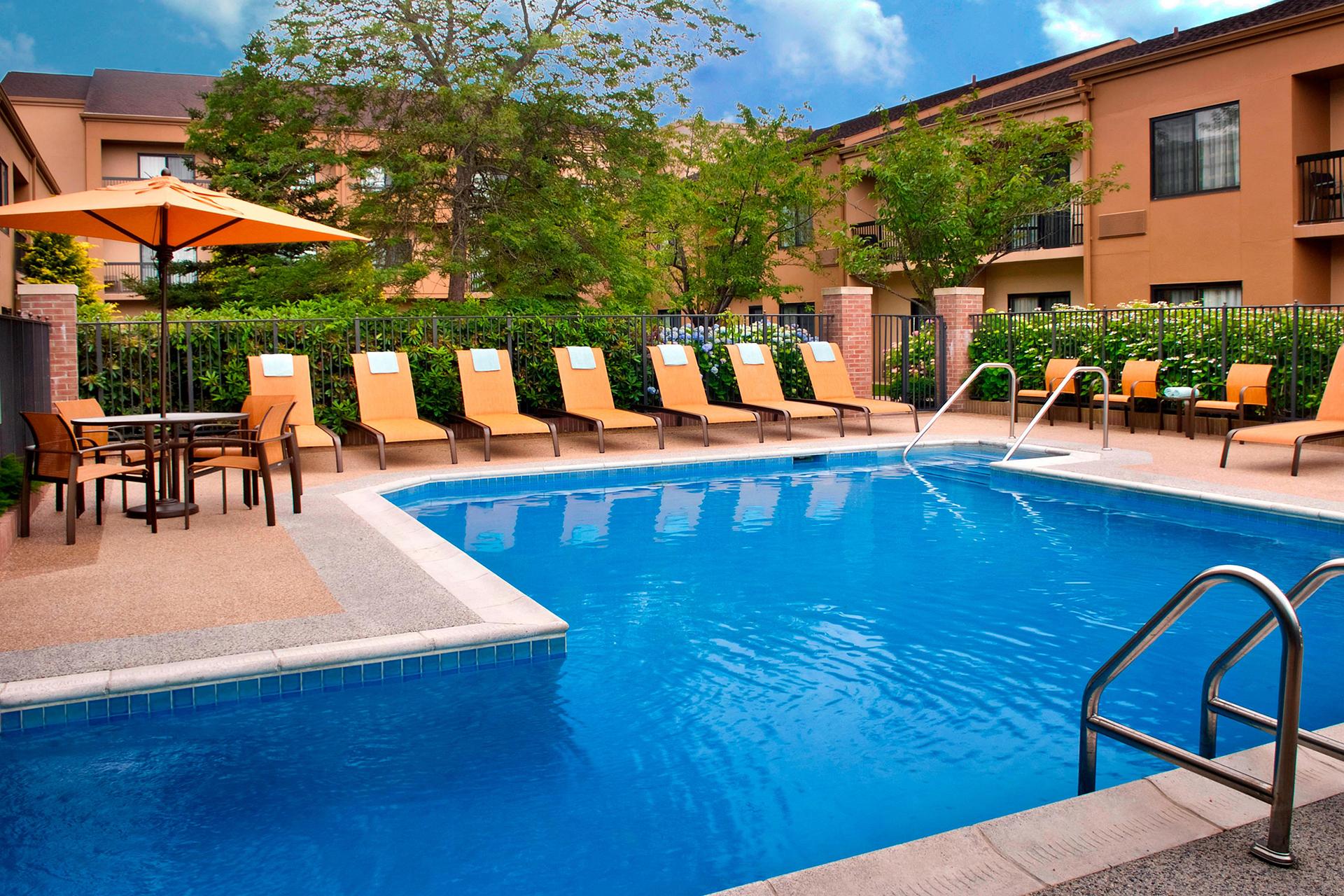 Sonesta Select Newport Middletown Outdoor Pool