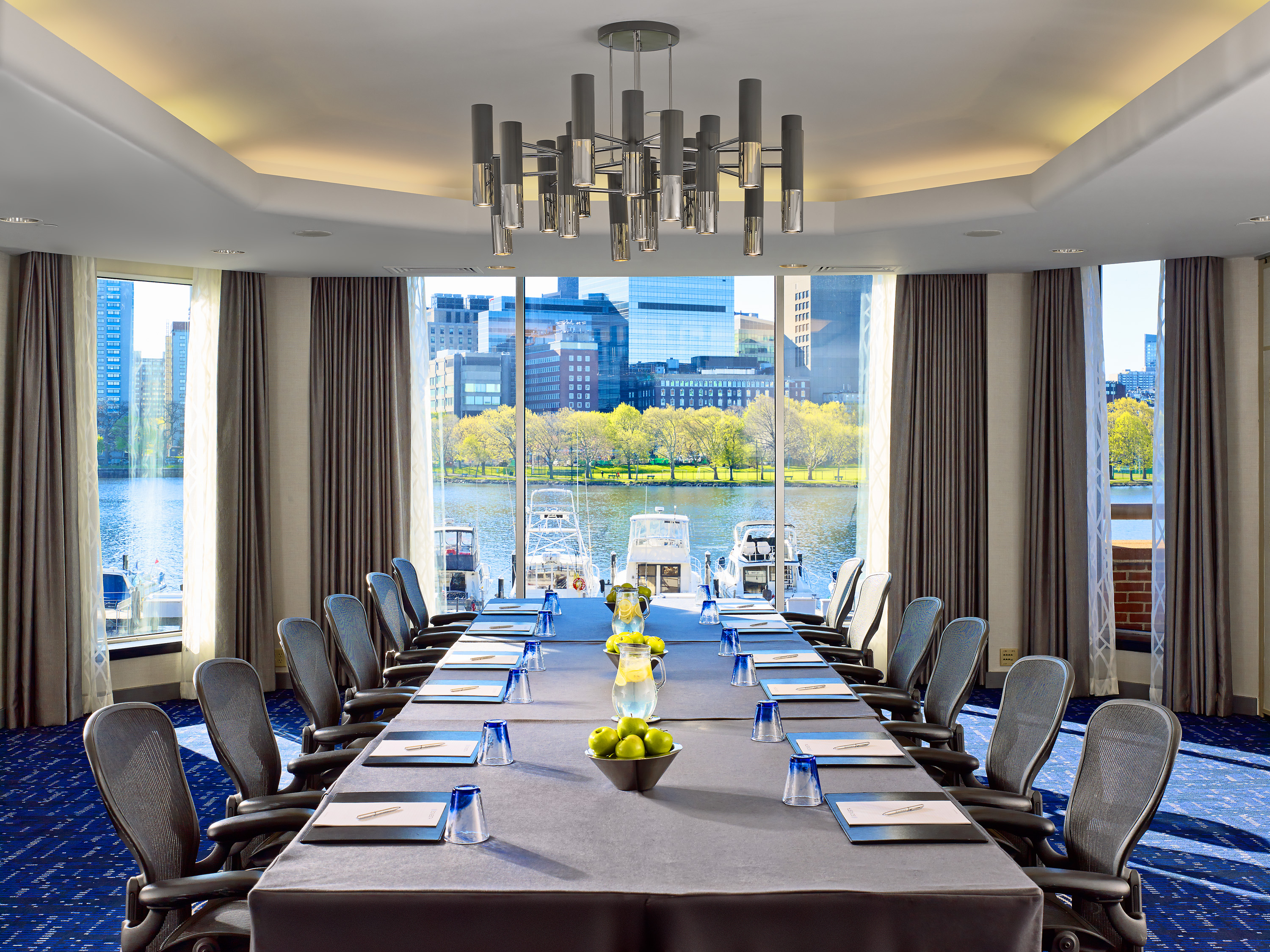 Skyline Suites - Meetings with a View