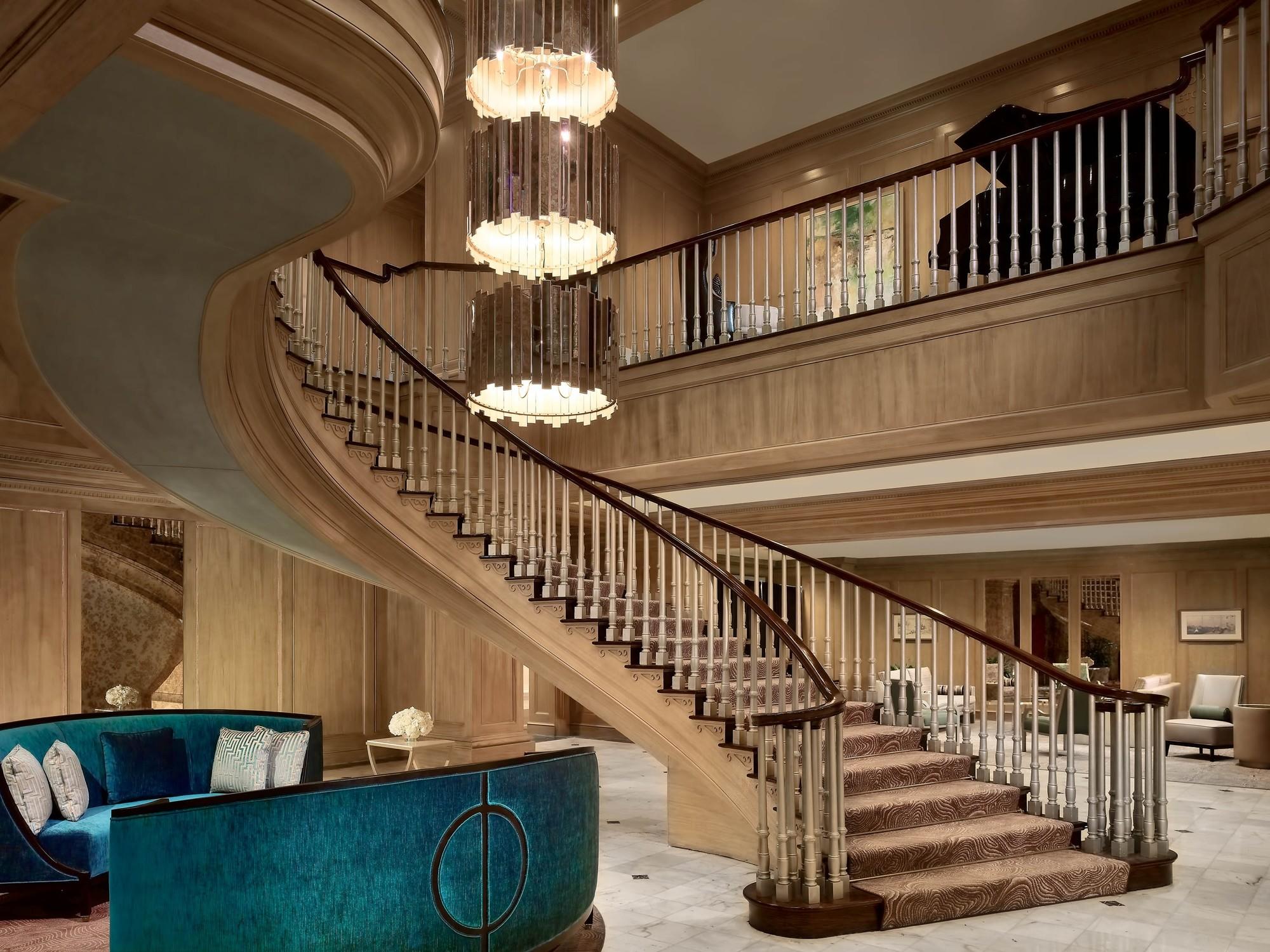 Royal Sonesta Harbor Court Baltimore - Staircase in Lobby